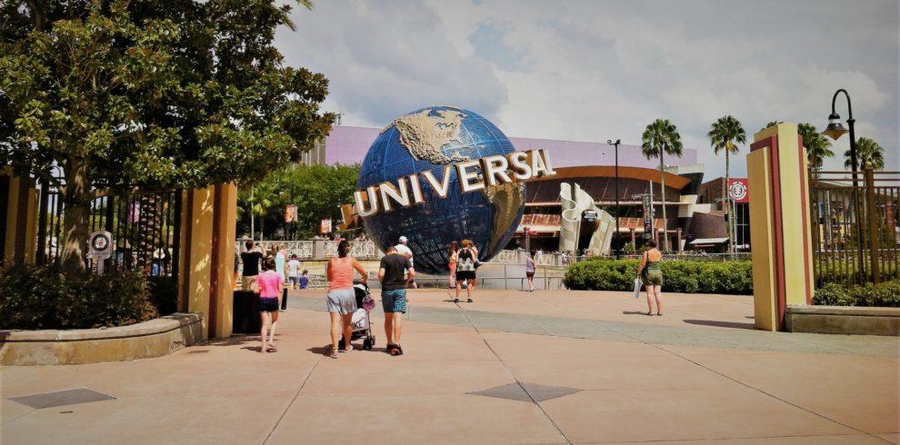universal-studios-globe-in-orlando